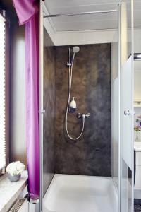 Fugenlose Wandplatten für die Dusche